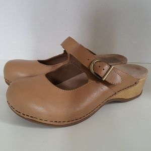 Dansko womens beige Leather clog